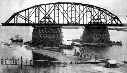 Bau der Chabarowsk-Eisenbahnbrücke über den Amur