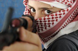 Kind mit Waffe