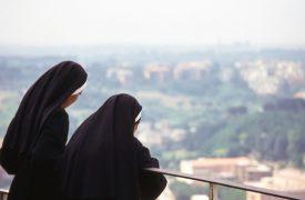 Zwei Nonnen