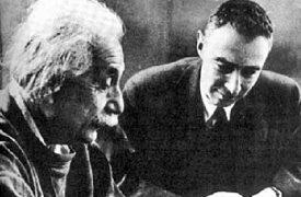 Albert Einstein und Robert Oppenheimer